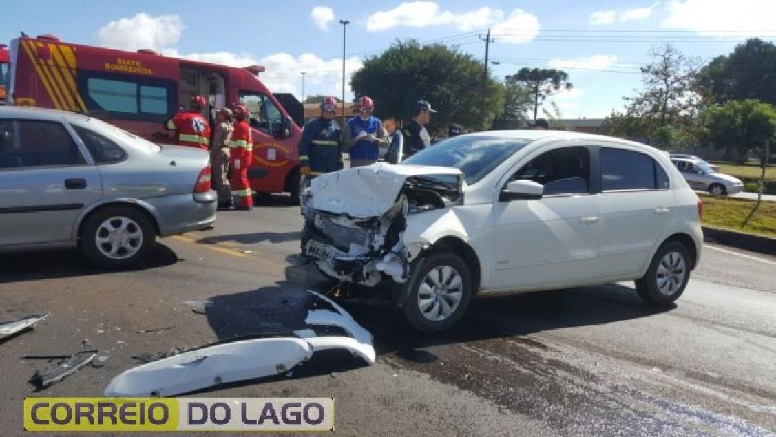 Colisão de trânsito deixa três feridos na BR-277 | CORREIO DO LAGO